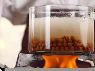 网红脏脏茶,清水煮沸,倒入珍珠粉圆