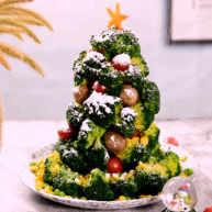 节日气氛浓厚的西兰花圣诞树