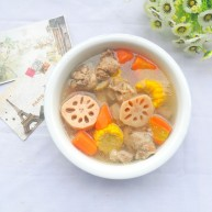 莲藕胡萝卜玉米排骨汤 美味营养又健康