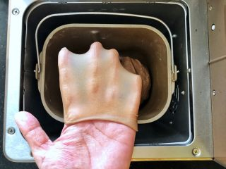 可可冰心面包,3、和面功能结束后,面团达到完全扩展阶段。