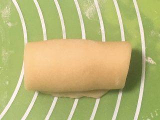 芝麻酥饼,再卷起来。