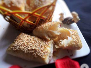 芝麻酥饼,酥饼一碰就碎,里面层次清晰,咸口味芝麻酥饼太好吃了。
