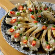 清蒸鳊鱼,俗话说无鱼不成席,这是很适合家宴的一道菜