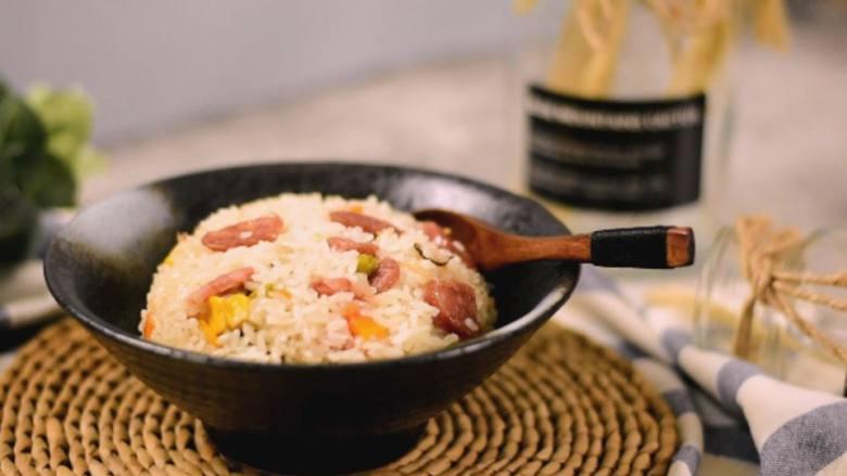 巧用普通的电饭锅,分分钟能做出好吃的煲仔饭,快收起来试试!
