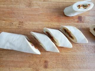 五彩豆皮卷——解年腻必备,然后斜刀切段。