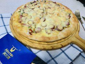 意式芝士牛肉肠彩蔬薄披萨,