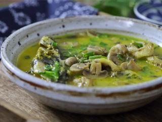 蘑菇汪丁鱼汤,鲜美营养的蘑菇汪丁鱼汤。