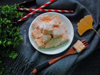 椰蓉南瓜小方,低糖低脂、营养健康的椰蓉南瓜牛奶小方,适合做下午茶点。