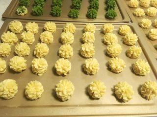 奶香酥脆曲奇,来份挤好的曲奇花