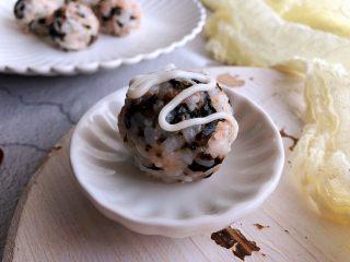 日式海苔饭团,表面挤沙拉酱,或蘸寿司酱油吃都好吃