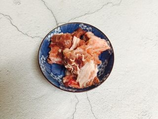 小寒养生汤+糯米山药玉米筒骨汤,筒骨剁块洗干净
