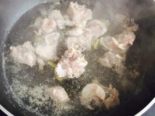 小寒养生汤+糯米山药玉米筒骨汤,大火烧开煮2-3分钟左右捞出