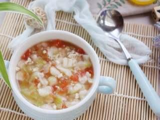 时蔬肉末烩麻食,捞出稍微晾凉一些,就可以给宝宝食用了。
