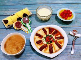 腊肉蒸豆腐卧蛋,一顿丰盛的早餐让人回味无穷噢