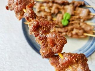 烤牛肉串,吃起来满口香。