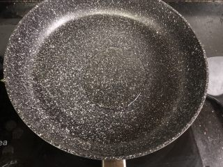孜然牙签牛肉,锅里加油烧热。