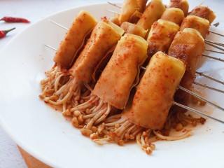 腐皮金针菇卷,装盘