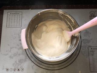浓情蜜意-巧克力奶油蛋糕,继续翻拌均匀。