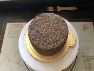 浓情蜜意-巧克力奶油蛋糕,整体撒上巧克力屑。