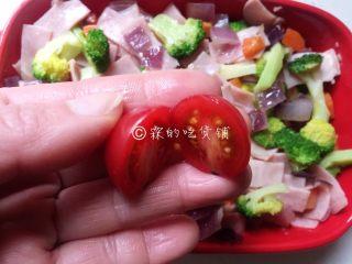 芝士焗土豆泥时蔬,小番茄对半切开