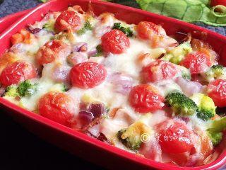 芝士焗土豆泥时蔬,烤箱170度,20分钟左右(具体时间、温度,请根据自家烤箱灵活设定)