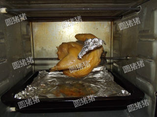皮香肉嫩——简易版盐锔鸡,如果鸡翅尖上色了,就要用锡纸把翅尖包起来,以防烤焦。