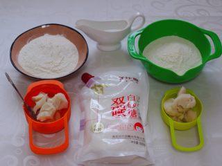 清新脱俗的紫薯菊花酥,首先把所有的食材称重备用。