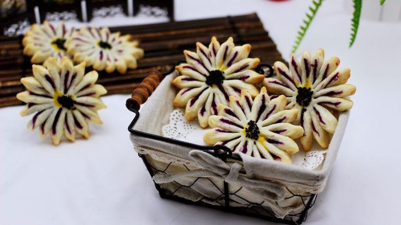 清新脱俗的紫薯菊花酥