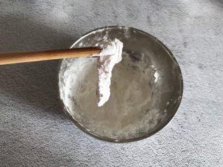 香酥鸡肉条,腌制好后裹上一层淀粉