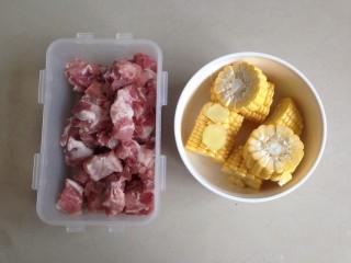 玉米烧排骨,玉米切小段