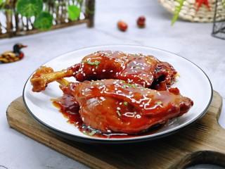 不加一滴老抽的酱香鸭腿,也可以称其为(上海酱鸭)色香味俱全。