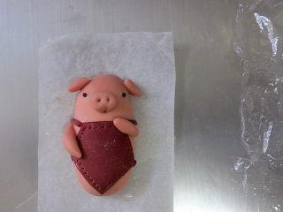 猪年大吉【猪猪卡通馒头】 ,将剩余的红色面团切出16条小红绳,做成小图片