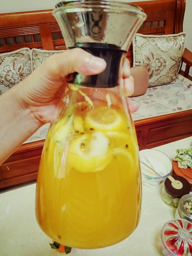 手打百香果柠檬茶