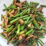 蒜苔肉丝新吃法甜面酱代替酱油这样做出来酸菜肉丝好吃的直接舔盘