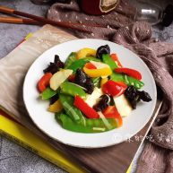 春的色彩 彩椒炒荷兰豆