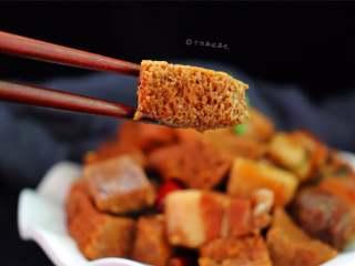 五花肉炖冻豆腐