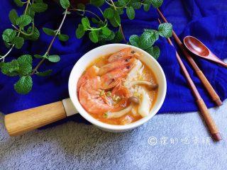 番茄蟹味菇鲜虾年糕汤