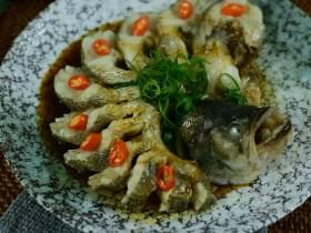 清蒸鲈鱼,鲜嫩爽滑又营养健康