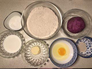 全麦粉紫薯馅华夫饼,所需食材备齐(拍照的时候放了一个鸡蛋)