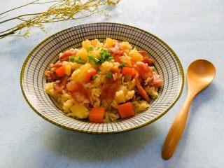 土豆香肠胡萝卜焖饭