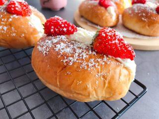 草莓奶油面包