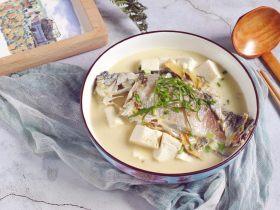 汤白鱼鲜好美味,鲫鱼豆腐汤