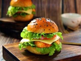 泡菜鸡肉汉堡包