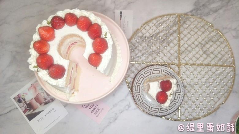 奶油草莓海绵蛋糕