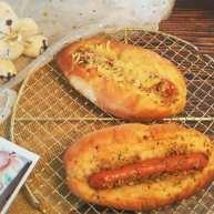 蒜香香肠热狗面包