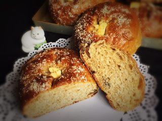 红枣全麦面包+小麦预拌粉版,切开品尝,口感很棒,几种味道混合真的不错。