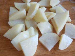 土豆泥火腿鸡蛋饼,在切成小块。