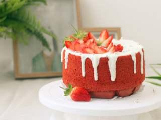 草莓酸奶红丝绒蛋糕