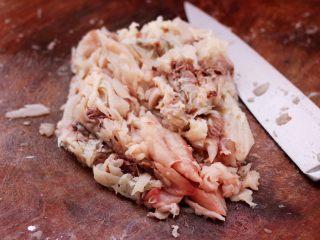 鲜美无比的鲅鱼饺子,把所有的鲅鱼肉都片下来以后。