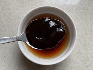 酱汁杏鲍菇,一勺蚝油(拍的近,都是一个勺子)